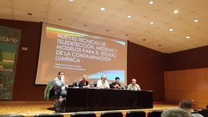 mesa redonda sobre contaminación lumínica. De izquierda a derecha: Alejandro Sanchez, Blanca Troughton, Fernando Jáuregui, Susana Malón y Jaime Zamorano.