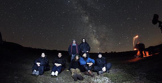 Sesión práctica de observación nocturna en un curso de Astroturismo