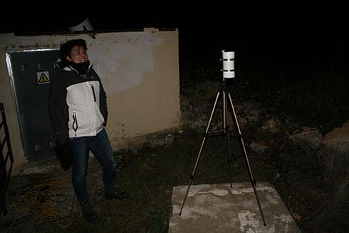 Fotómetro fijo SQM-LU-DL para la toma de medidas continuas